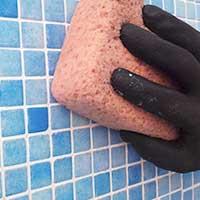 Limpieza final de la lechada para piscinas