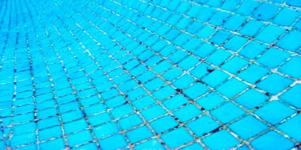10 interesantes consejos de como lechar una piscina - Como limpiar el fondo de una piscina ...