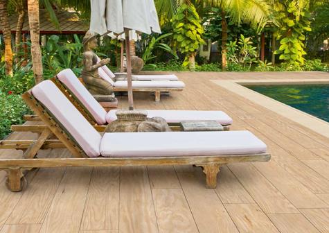 Suelo para piscina imitación madera